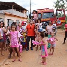 24/12/2014,Papai Noel visita comunidades carentes em Viçosa