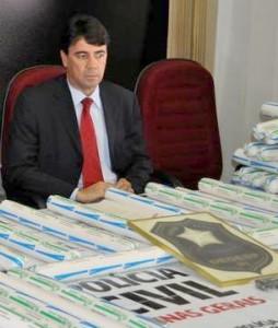 governador-nomeia-novo-chefe-da-policia-civil-de-minas-gerais_1_n_i_left