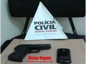 Réplica de arma de fogo (Pistola) e celular apreendidos
