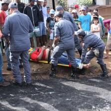 10/06/2015,Rolo compactador tomba e deixa homem ferido no Nova Viçosa