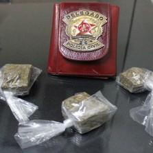 Polícia civil prende suspeito de tráfico de drogas no Centro de Viçosa.