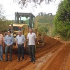 PMV continua reforma e manutenção de estradas rurais