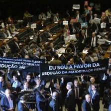 Câmara aprova em primeiro turno PEC para redução da maioridade penal