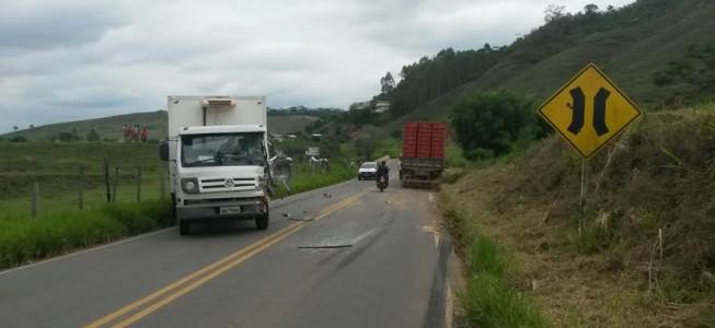 Colisão entre caminhões em São José do triunfo