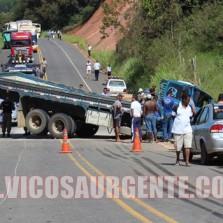 Caminhoneiro fica ferido em acidente no Bom Jardim em Teixeiras