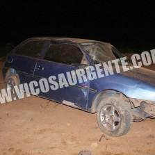 Veículo capota na estrada de Paula Cândido