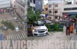 Árvore cai no Centro de Viçosa e atinge veículos