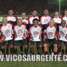 Futebol beneficente em Teixeiras reúne ex-jogadores e jogador profissional