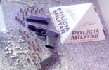 Arma de uso restrito e drogas são aprendidos na Betânia