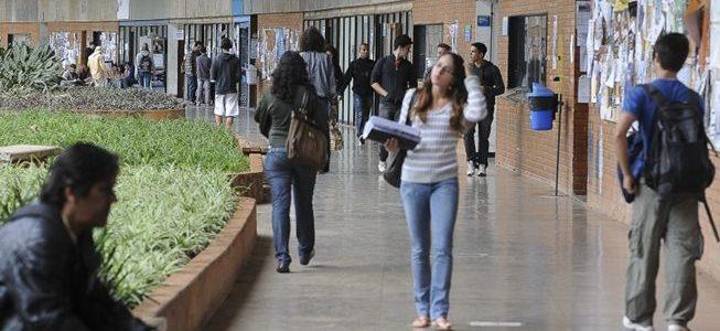 Reitores de universidades cobram mais recursos do MEC