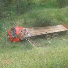 Caminhoneiro de Visconde do Rio Branco morre após capotamento na zona rural de Viçosa
