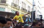 Bolsonaro é esfaqueado durante campanha em Juiz de Fora