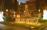 Luzes e ornamentos natalinos encantam em Viçosa