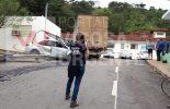 Coimbra: Condutora perde controle e atinge poste e caminhão