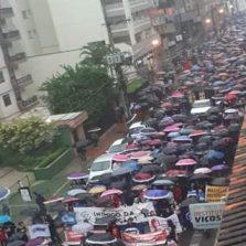 Manifestação contra corte de verbas em universidades reúne cerca de 5 mil pessoas em Viçosa