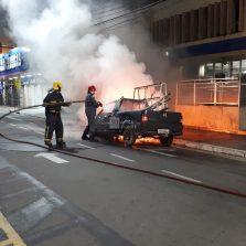 Picape pega fogo no Centro
