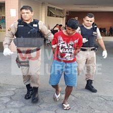 Suspeito de assediar meninas em porta de escola espancado por populares no centro
