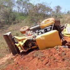 São Miguel do Anta: Tratorista morre em tombamento de retroescavadeira