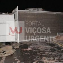 Colisão entre caminhões interdita rodovia em Coimbra