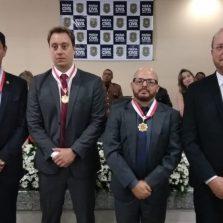 Delegado regional e inspetor de Viçosa recebem Medalha de Distinção Policial Civil em Juiz de Fora