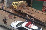 Ervália: Caminhão desgovernado atinge ciclista e bate em prédio
