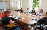 Reitoria recebe estudantes para discutir campanha de valorização da mulher