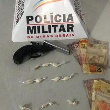 PM prende 5 pessoas com arma e drogas em Ponte Nova