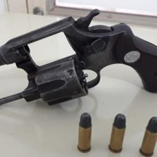 Foragido é preso com arma em Ervália