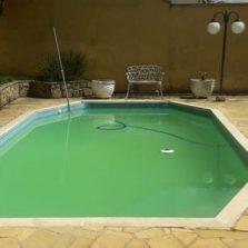 Bombeiros salvam criança que caiu em piscina