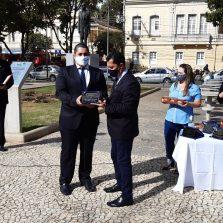 Comenda Arthur Bernardes homenageia profissionais de saúde de Viçosa