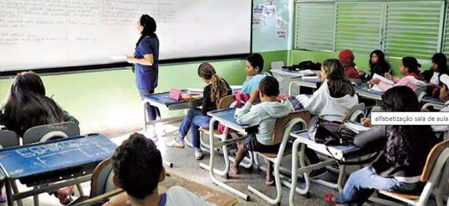 Governo autoriza aulas presencias em 218 cidades de Minas a partir do dia 5