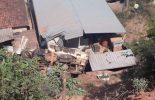 Caminhão tomba e atinge residência em Canaã